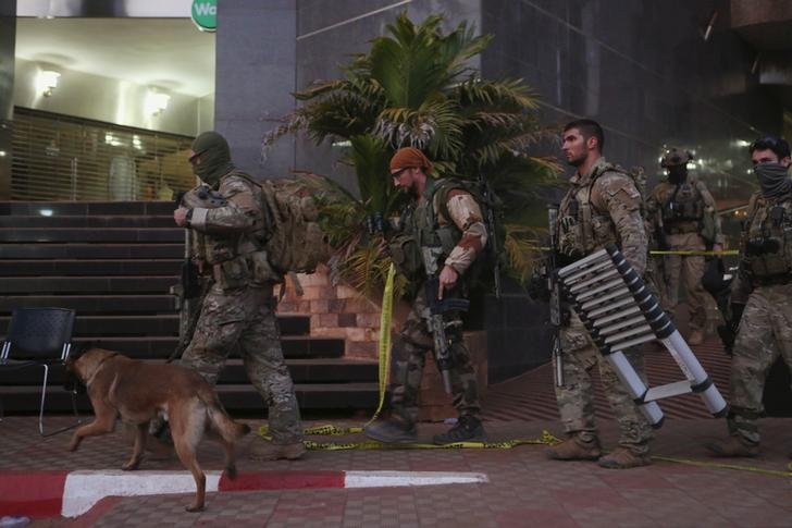 French soldiers leave the Radisson hotel in Bamako, Mali, November 20, 2015.