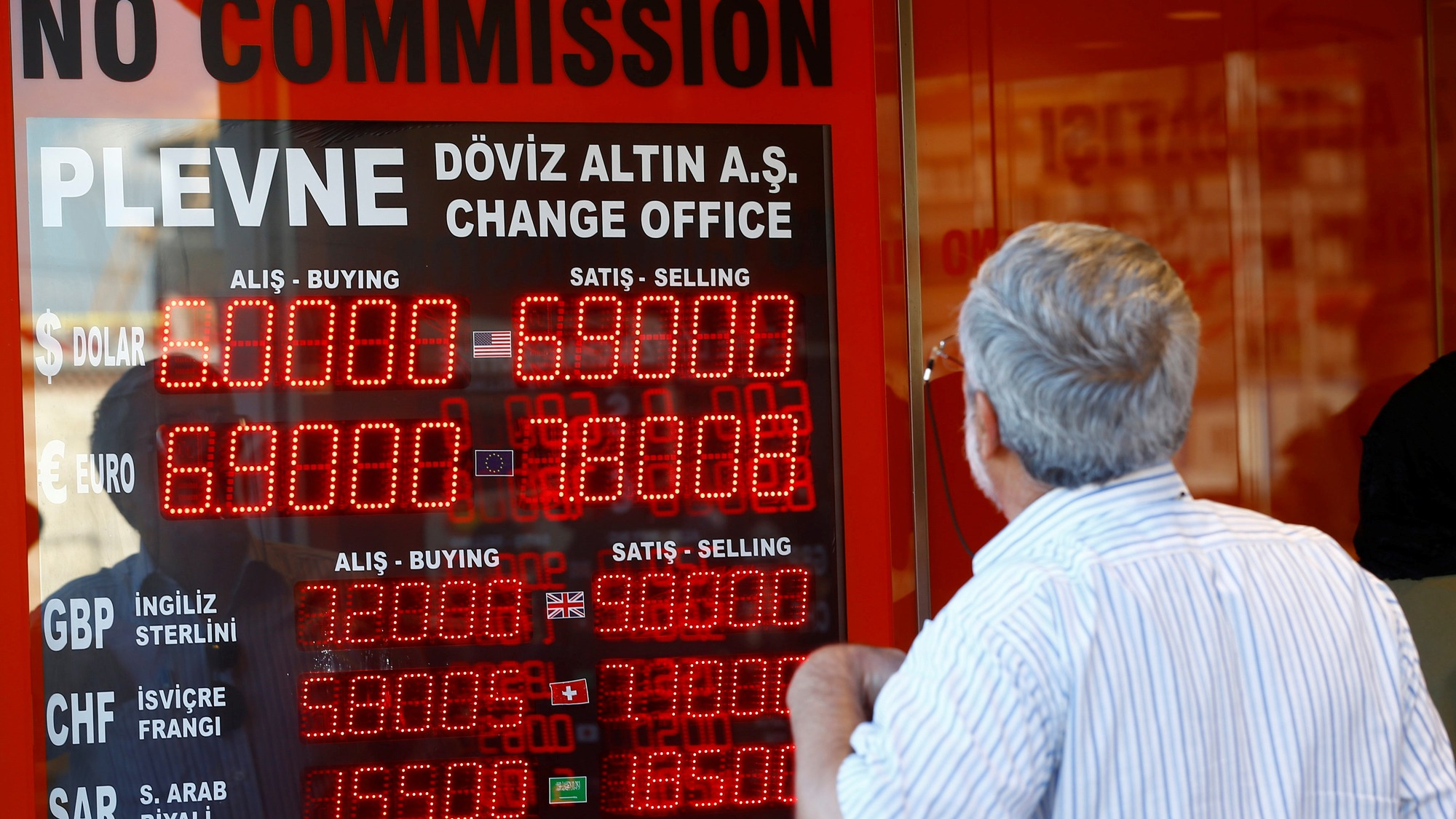 An older man looks to a red display board of a currency exchange office in Istanbul, Turkey, August 13, 2018.