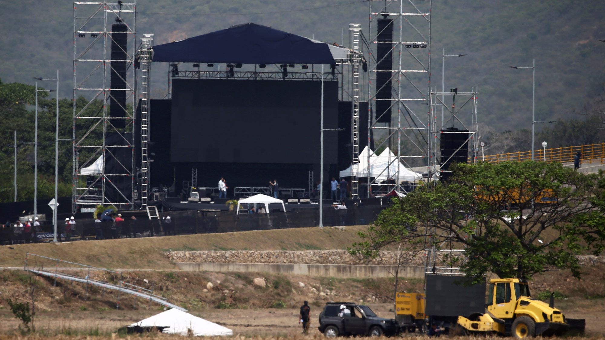A large outdoor stage is shown being constructed in Cucuta, Colombia.