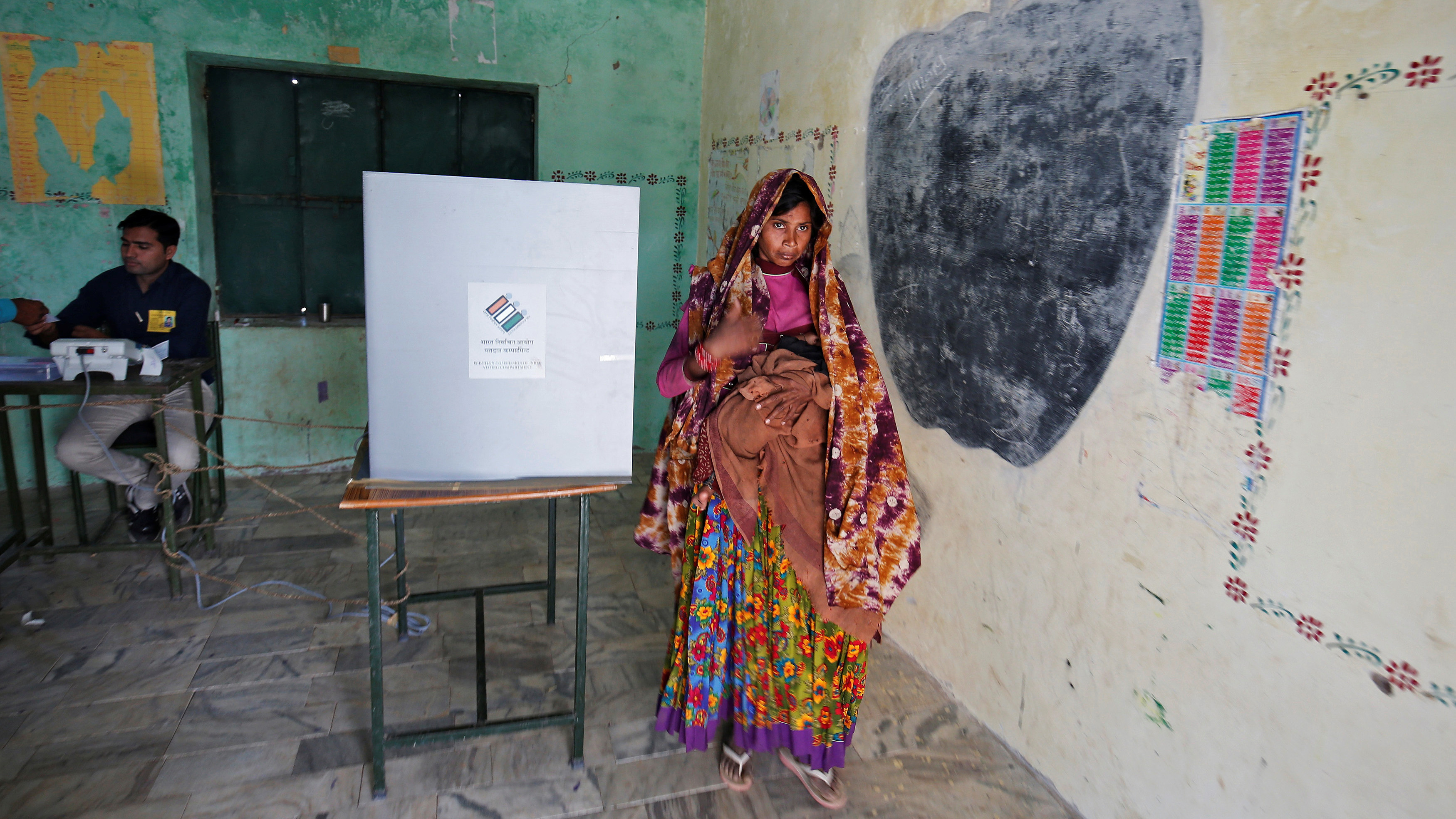 a woman votes in india