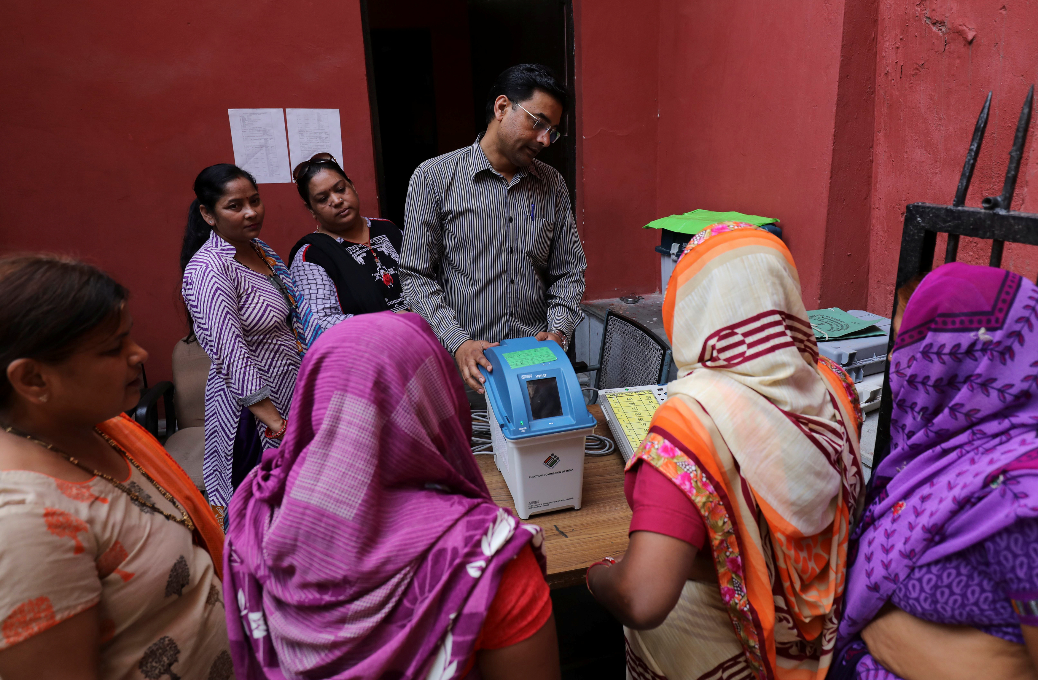 demonstration of electronic voting machines in india