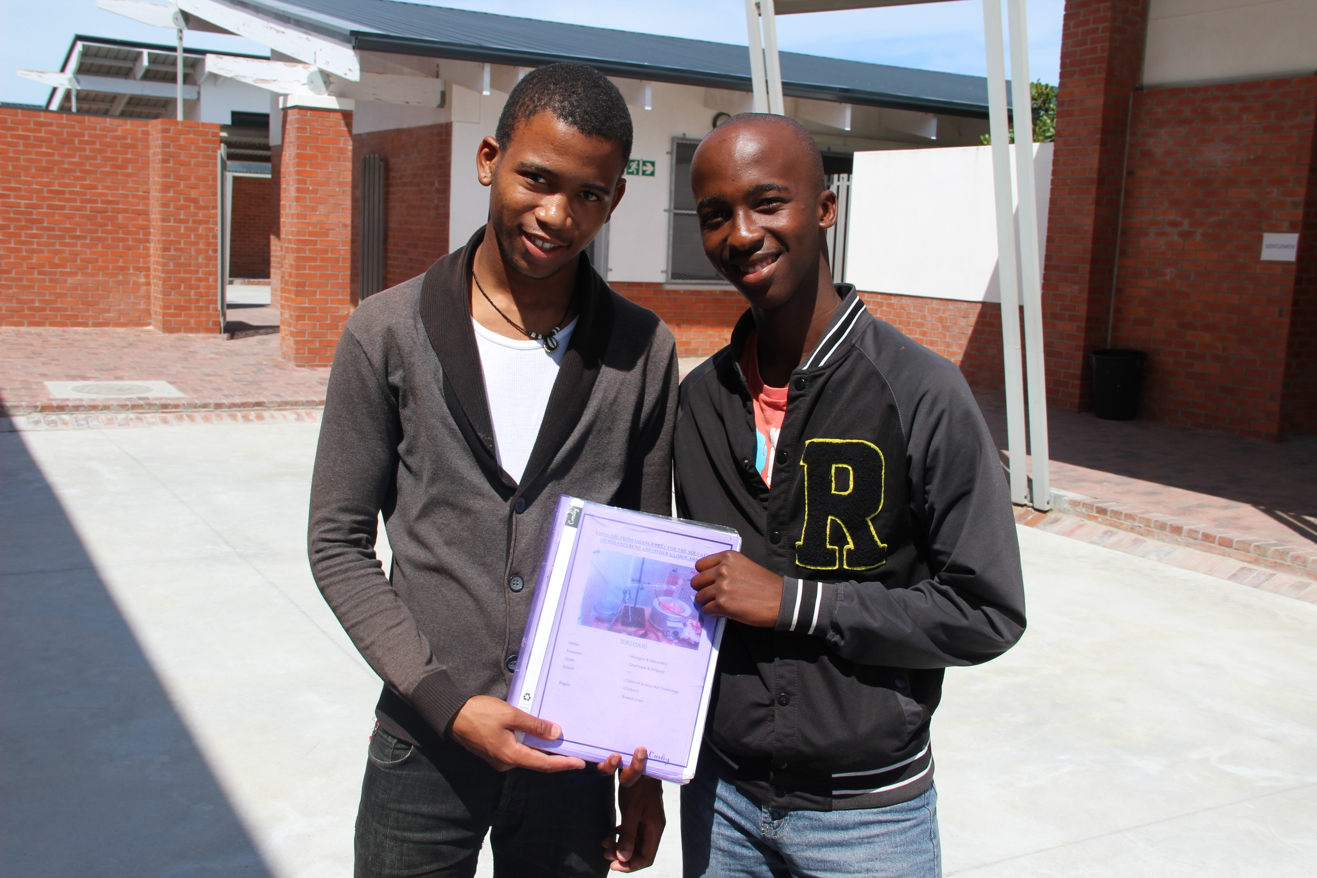 Abongile Xeketwana and Monwabisi Dingane with a summary of their chemistry experiment.