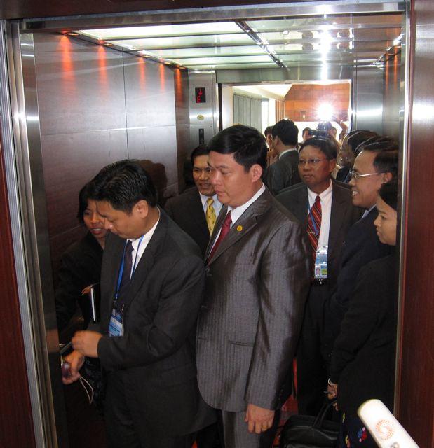 Myanmar FM Nyan Win flees from reporters at ASEM