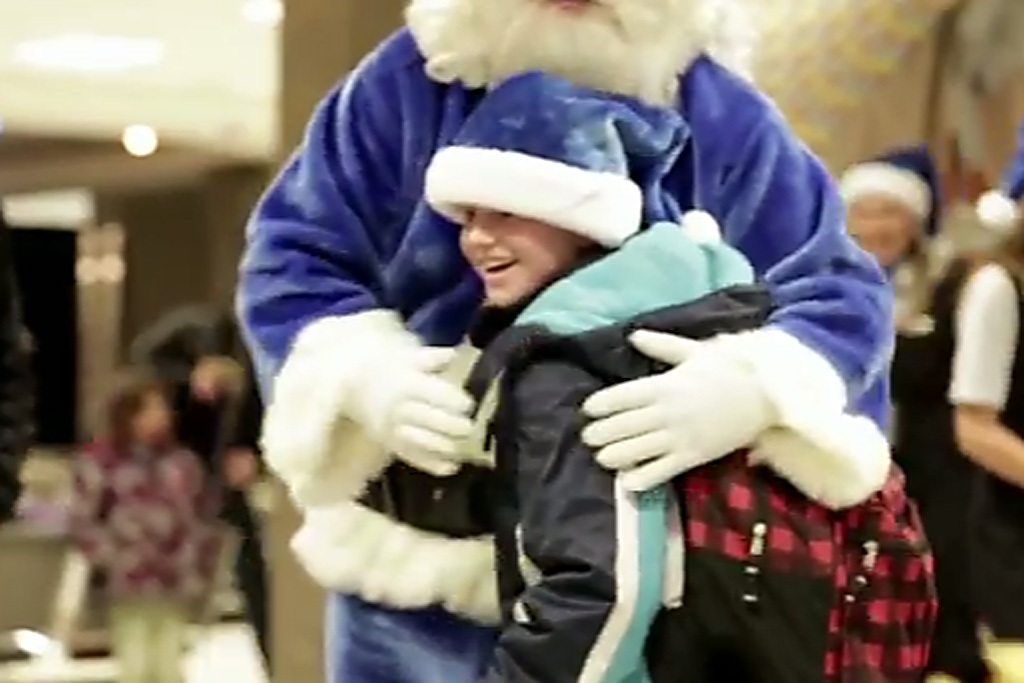 WestJet airline surprises passengers with Christmas gifts (VIDEO ...