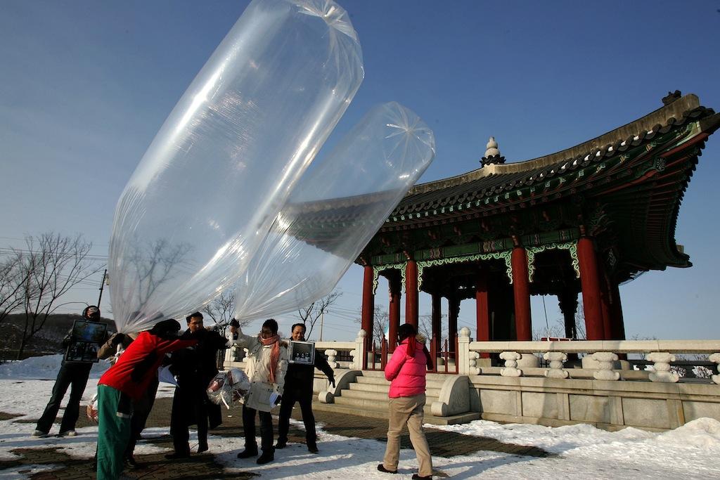 north_korea_propaganda_balloons.jpg
