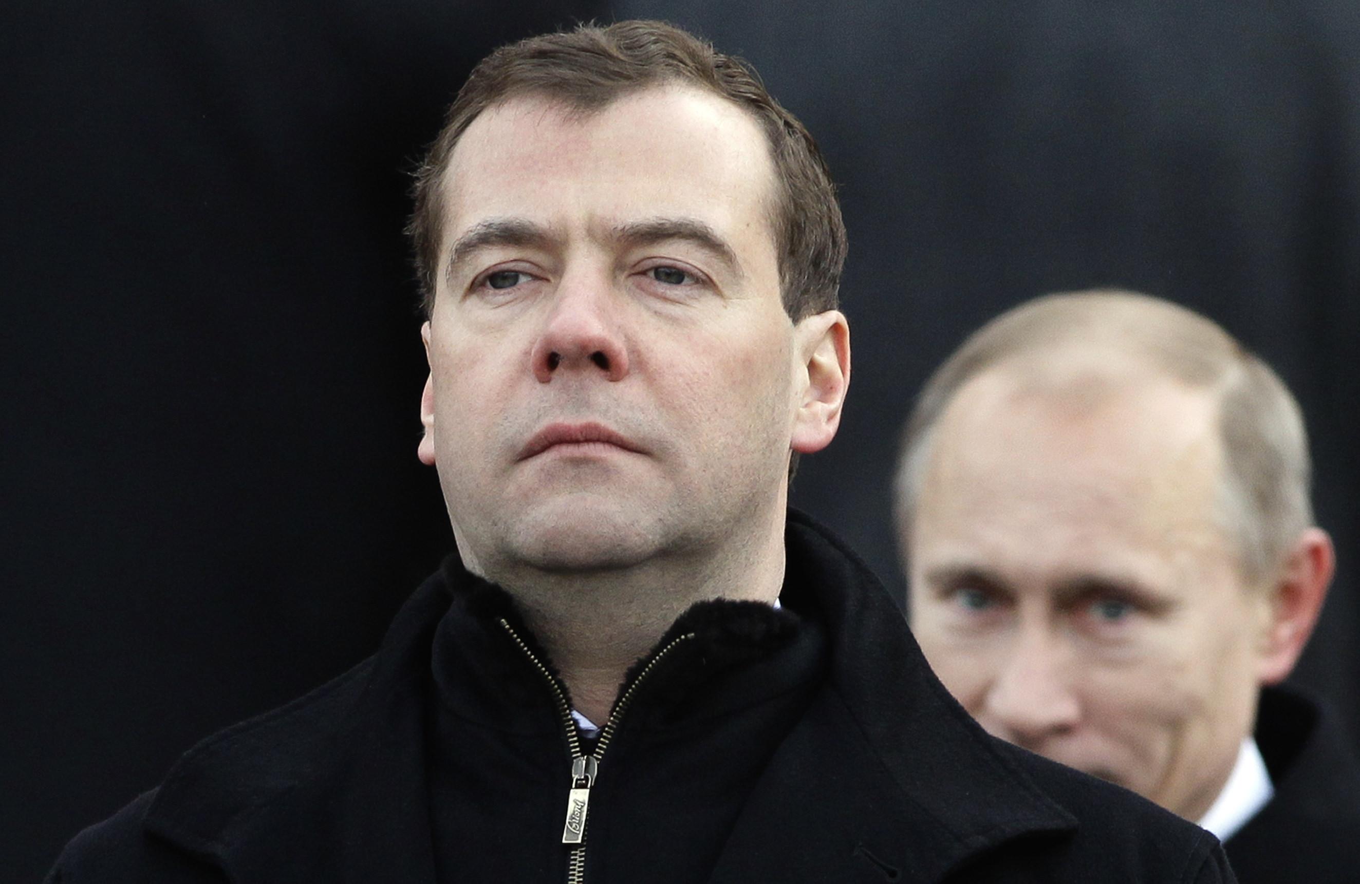 Рейтинг Путина и Медведева идет ко дну