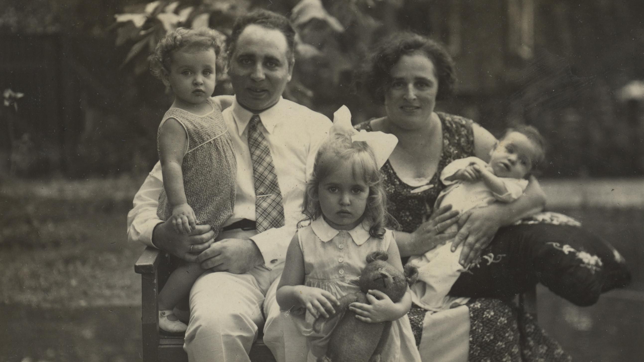 (Center Front) Mirjam Geismar de Zoete; (Center Left) father Chaim de Zoete, with daughter Judith; (Center Right) mother Sophia de Zoete, with daughter Hadassah.