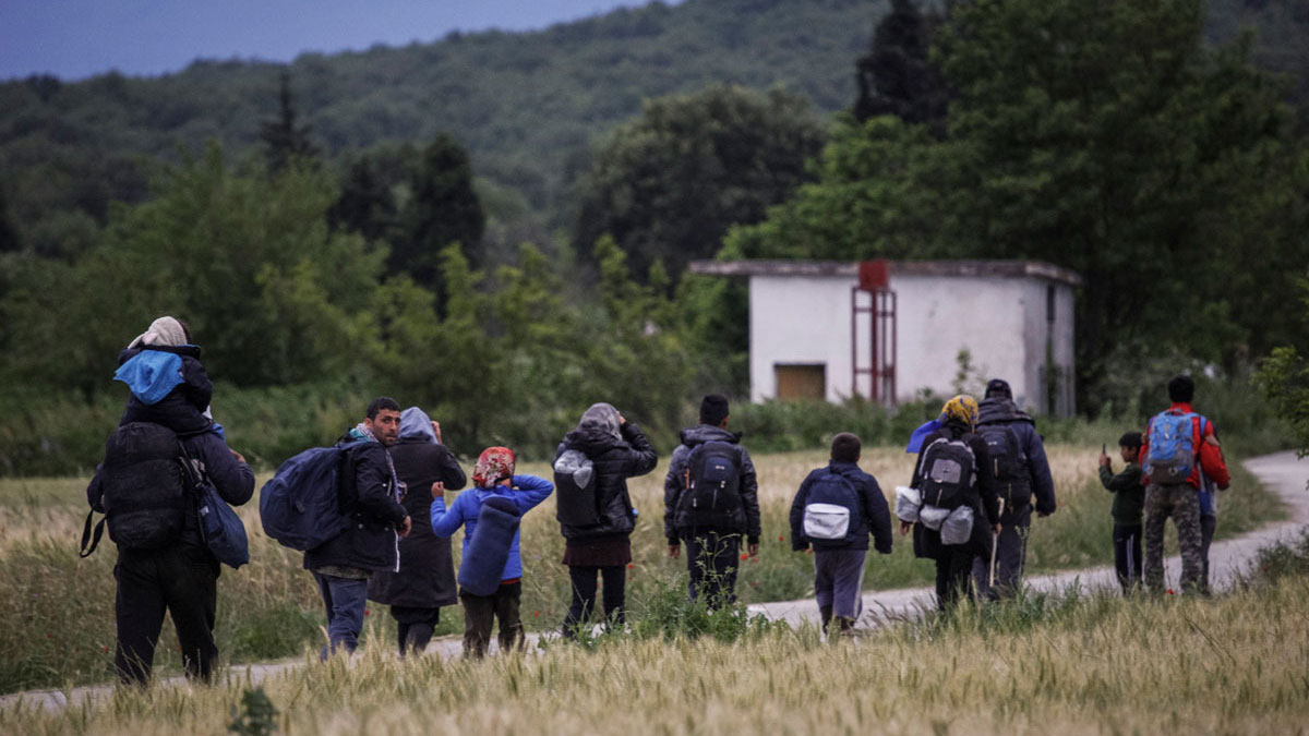 Immigrants leaving Idomeni camp earlier this week in an attempt to cross illegally into Macedonia in order to continue their journey toward Western Europe.