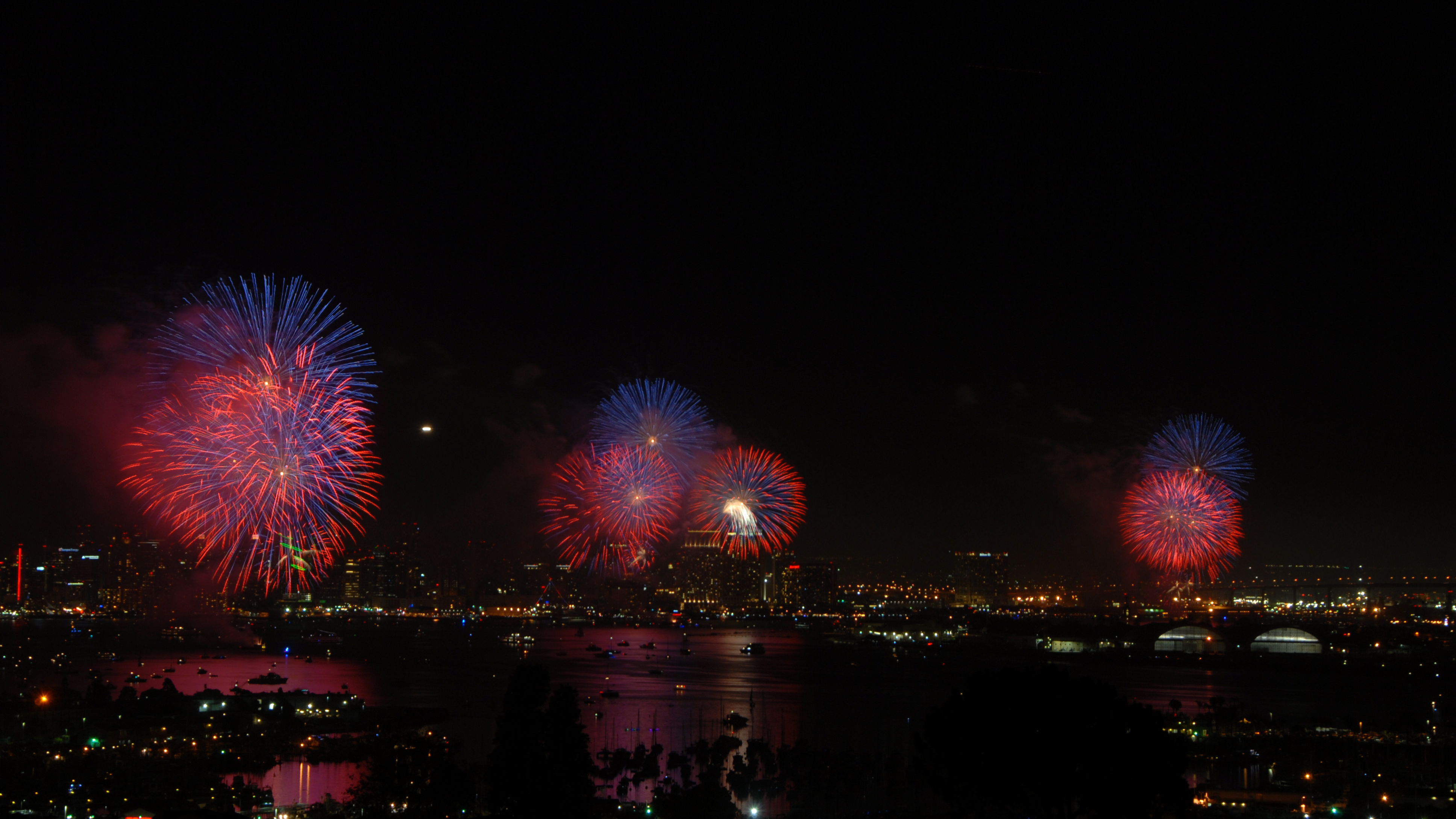 Fourth of July fireworks over San Diego, 2014