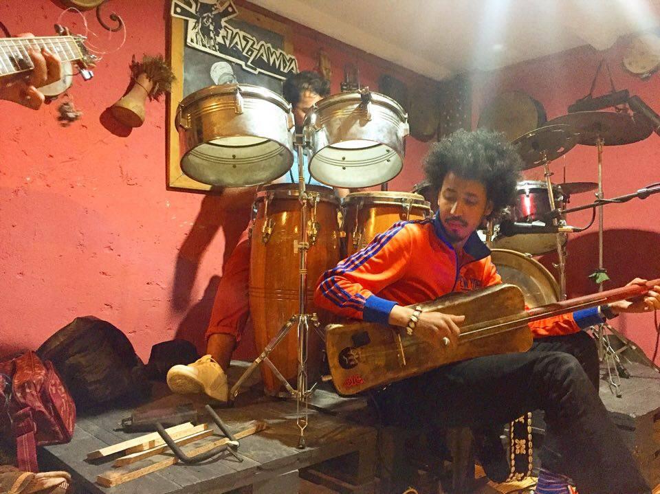 Samir Langus performs