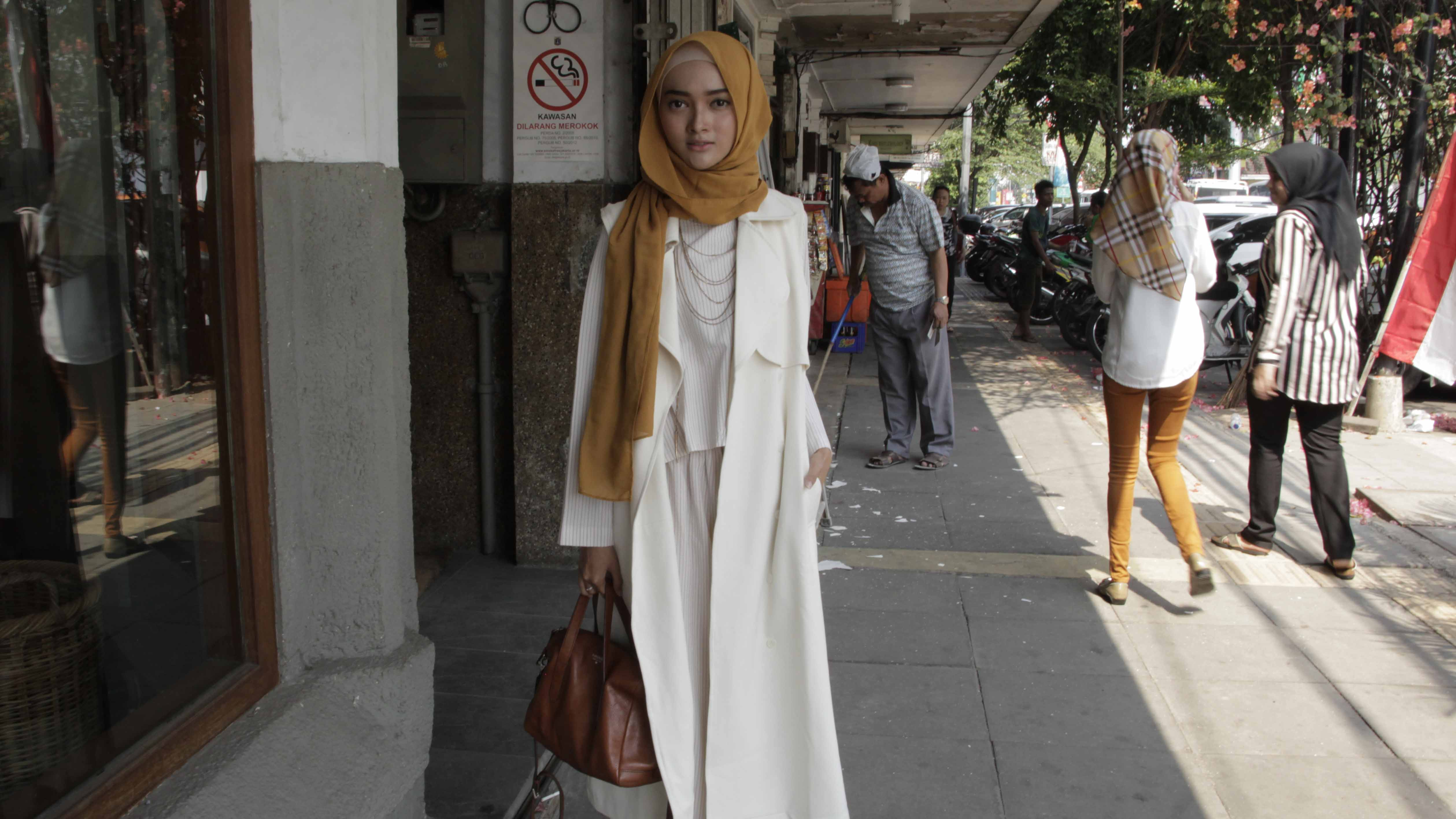 "Puteri Hasannah Karunia is a popular fashion blogger, one of Indonesia's generation of young Muslim fashionistas known as ""hijabers."""