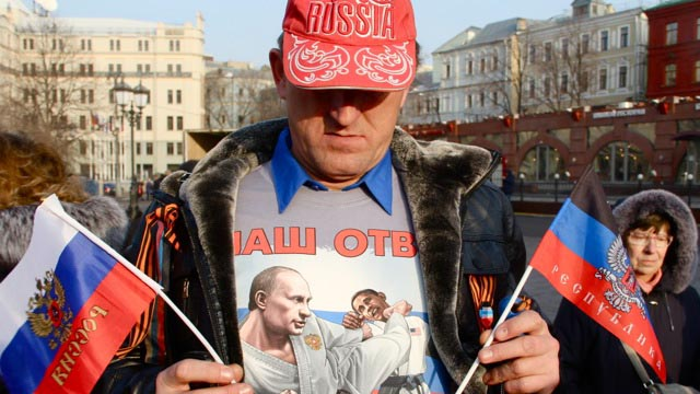 Protester at anti-Maidan rally this weekend in Moscow sports a pro-Putin t-shirt.
