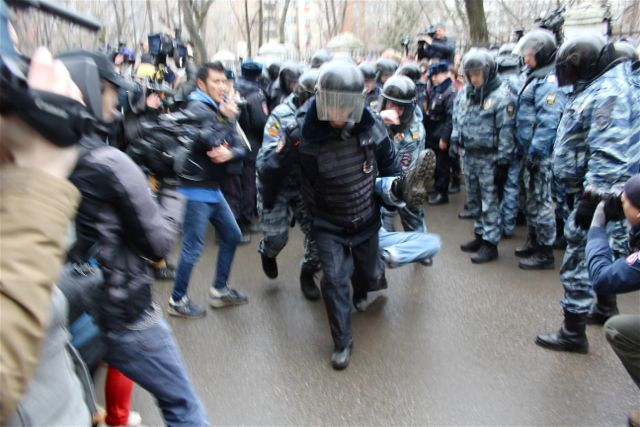 Russian OMON security forces detained dozens outside a Moscow courthouse, where anti-Putin protestors were sentenced to up to four years in prison.
