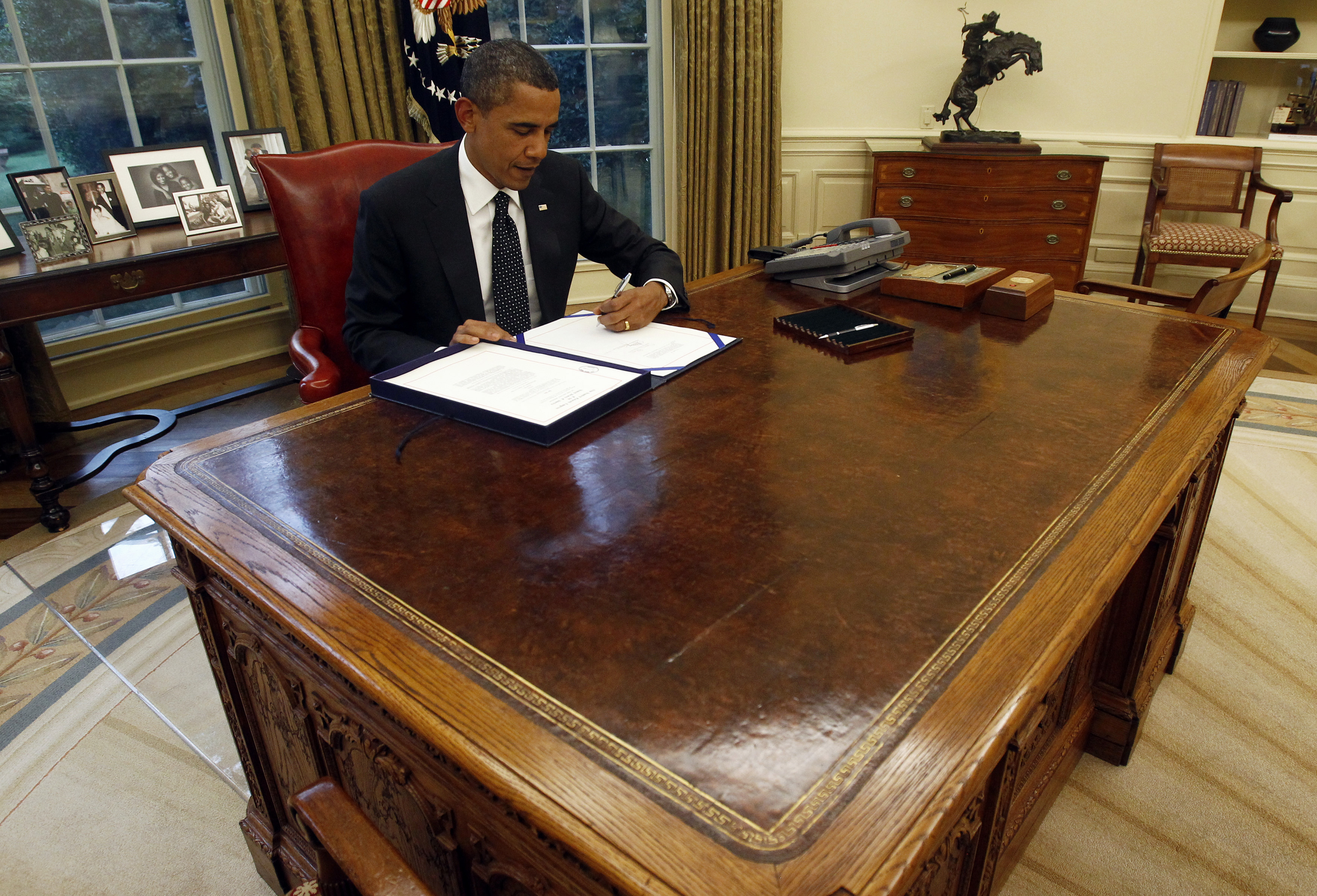 President Barack Obama At His Desk In The Oval Office At The White House The World From Prx,Vital Proteins Collagen Powder Nutrition Facts