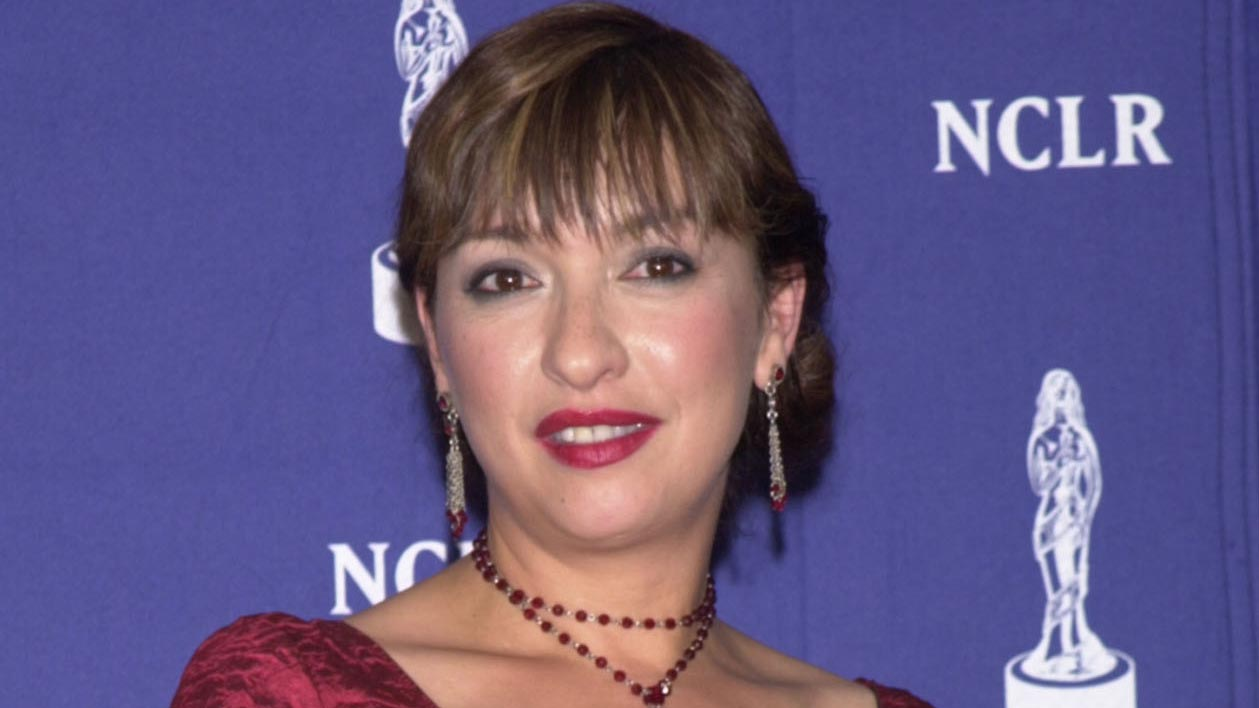 """Actress Elizabeth Pena poses backstage after receiving honors for Outstanding Actress in a New Television Series for """"Resurrection Blvd."""" at the sixth annual American Latino Media Arts (ALMA) Awards April 22, 2001 in Pasadena, California."""