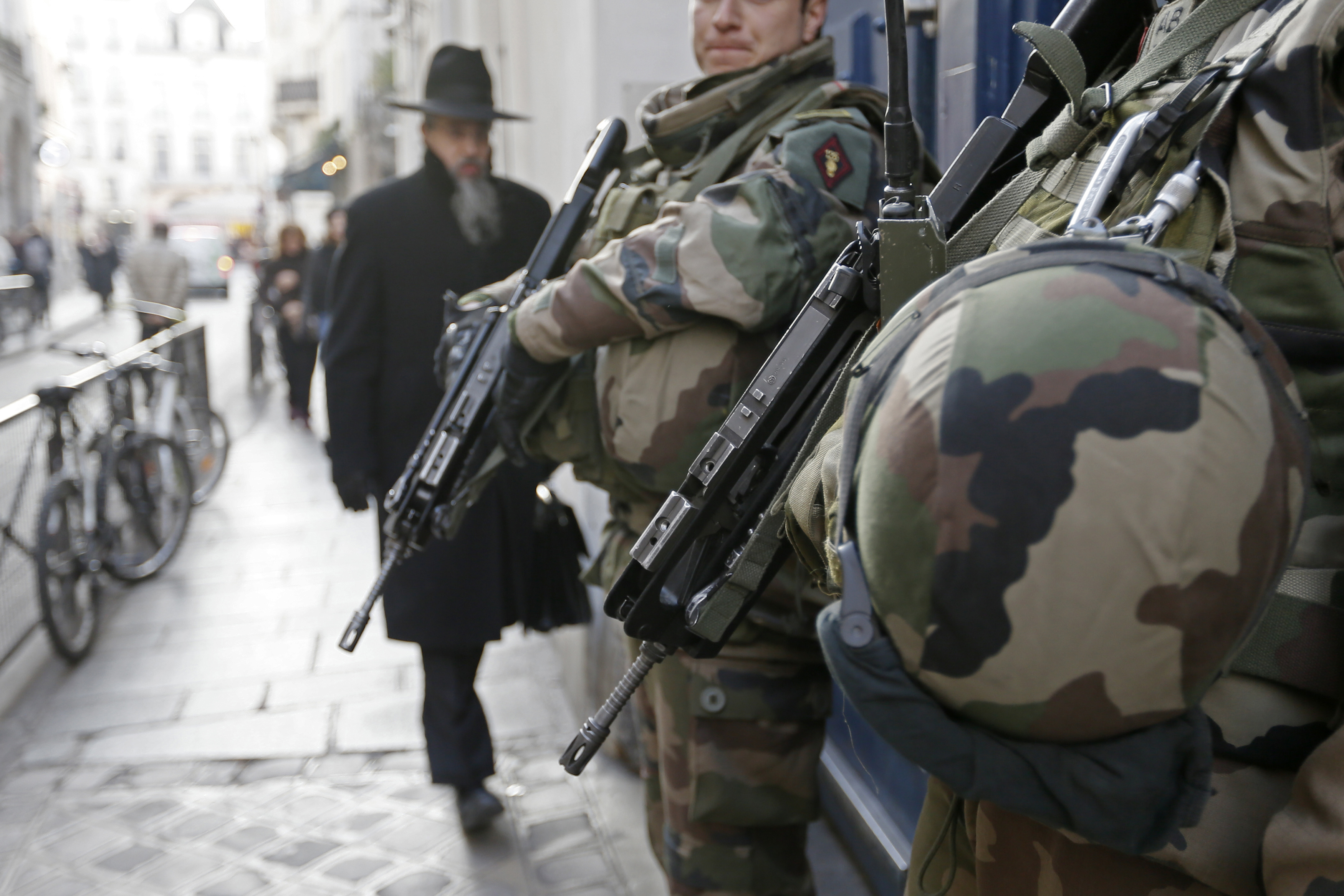 """rench soldiers patrol the street in a Jewish neighbourhood near a religious school and a synagogue as part of the highest level of """"Vigipirate"""" security plan after the Islamist attacks in Paris January 20, 2015."""