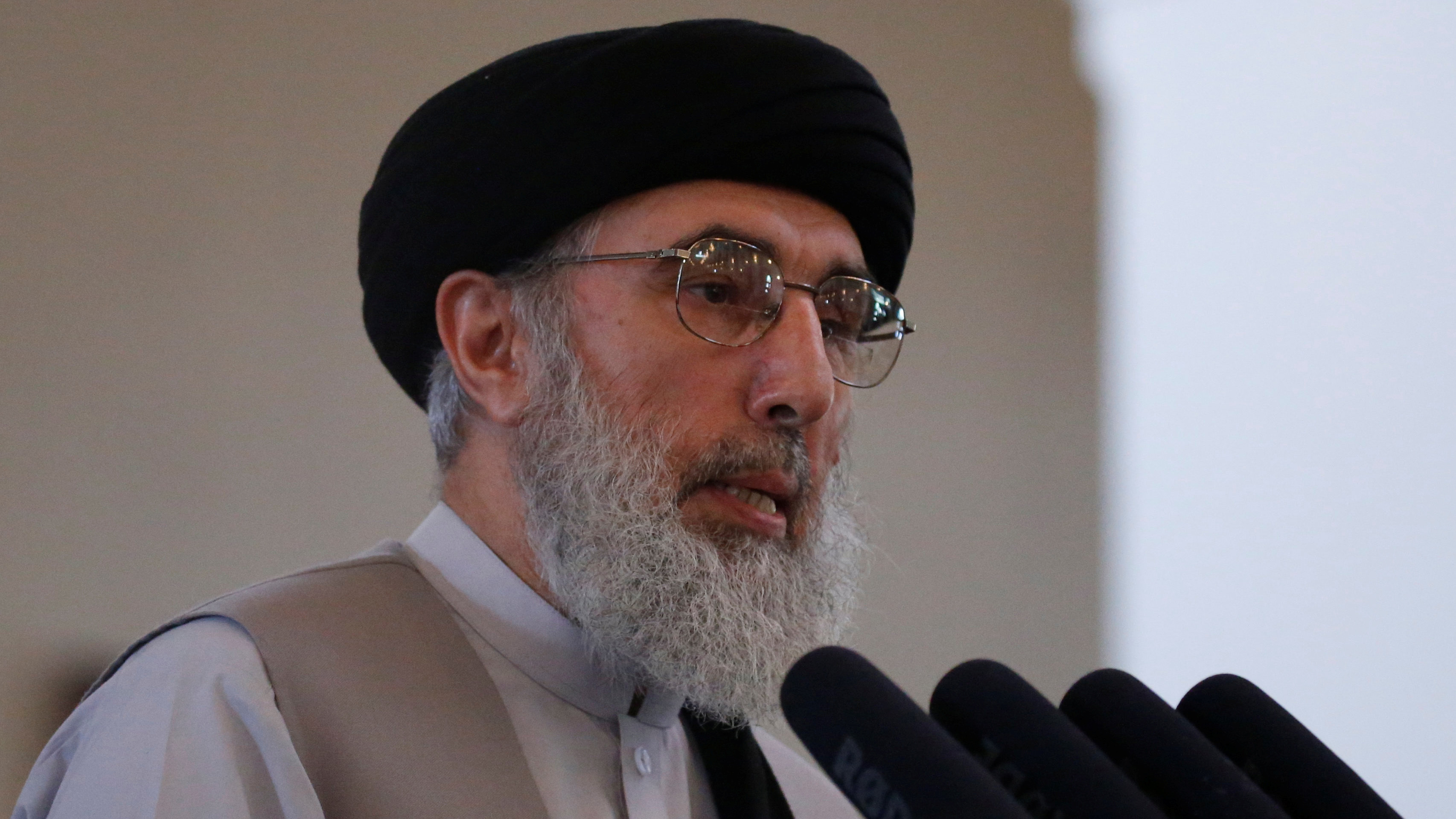Afghan warlord Gulbuddin Hekmatyar speaks during a welcoming ceremony at the presidential palace in Kabul, Afghanistan May 4th, 2017