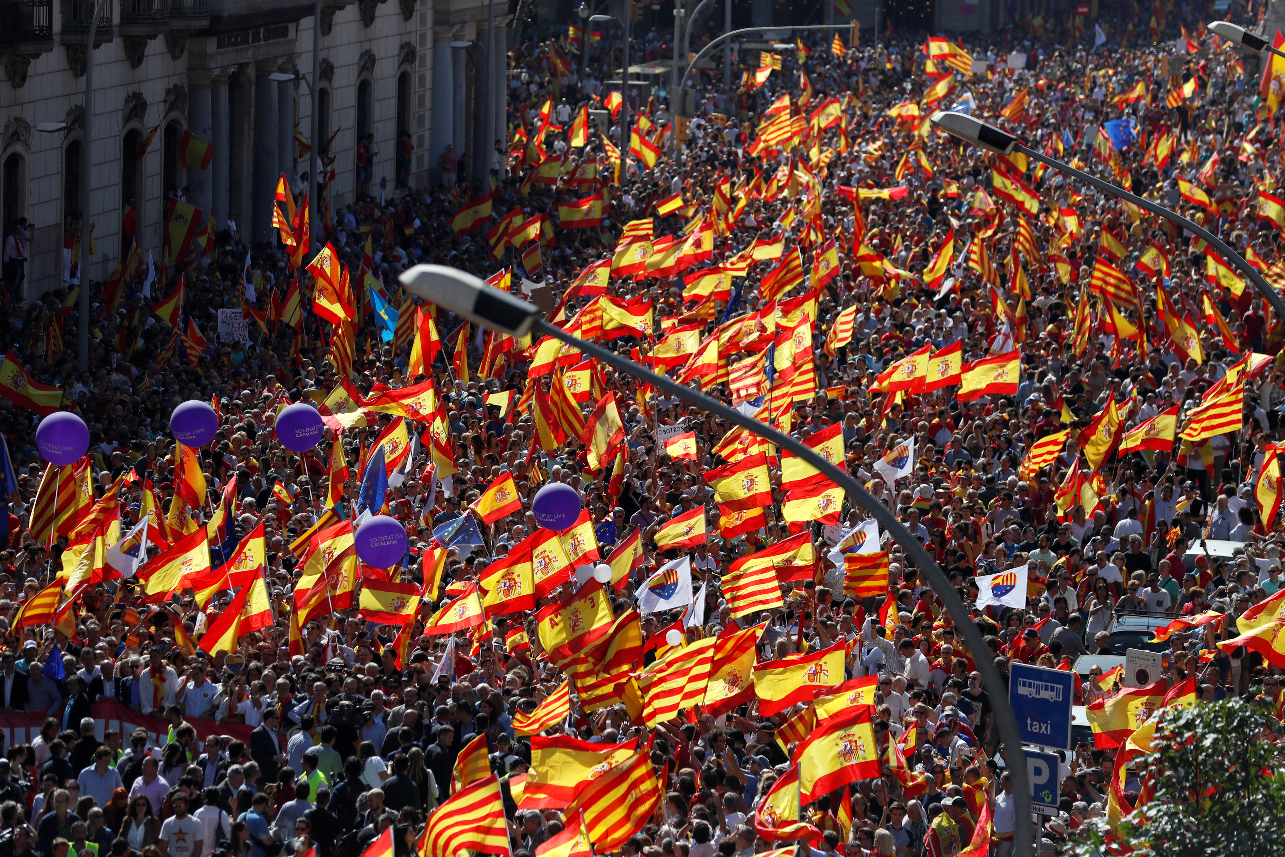 A pro-union demonstration organised by the Catalan Civil Society organisation makes its way through the streets of Barcelona, Spain October 8, 2017.