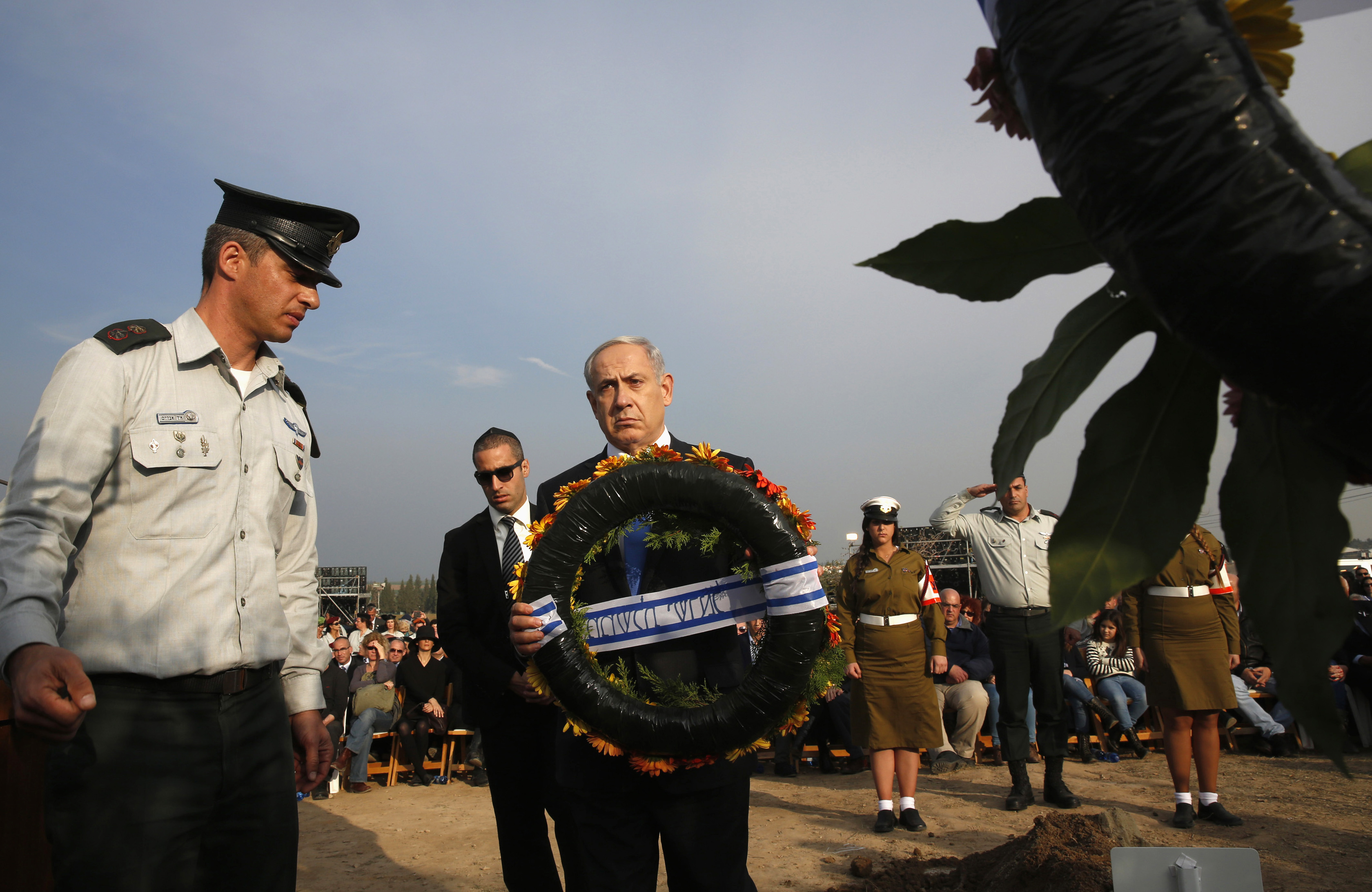 Israeli Prime Minister Benjamin Netanyahu lays a wreath during the funeral service for Ariel Sharon near Sycamore Farm, Sharon's residence in southern Israel, on January 13, 2014.