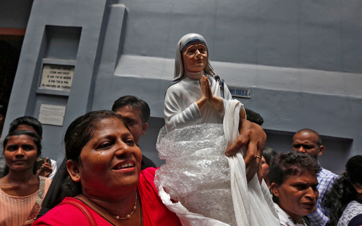 Mother Teresa statue in Kolkata