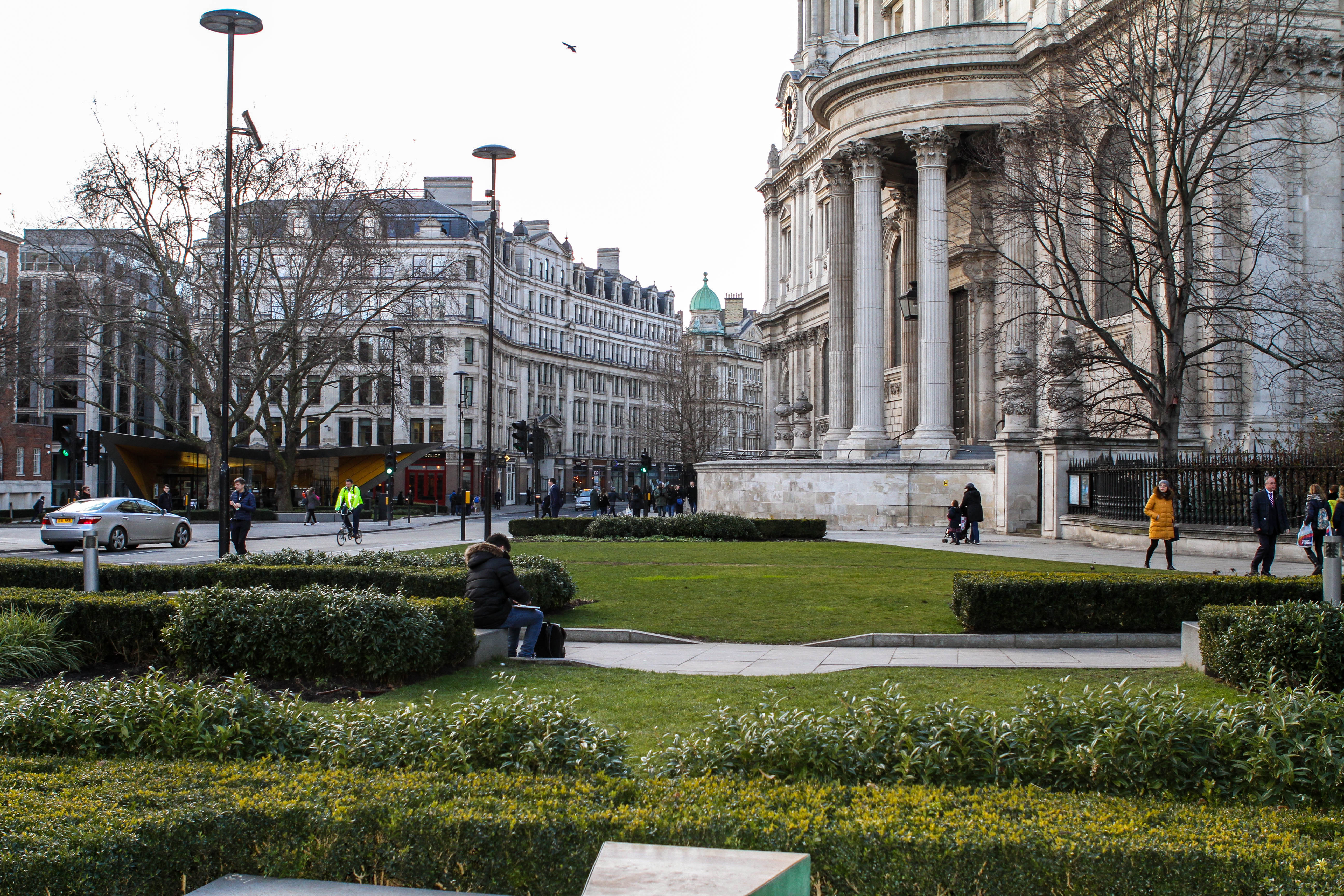 Yard in front of St. Paul's Cathedral