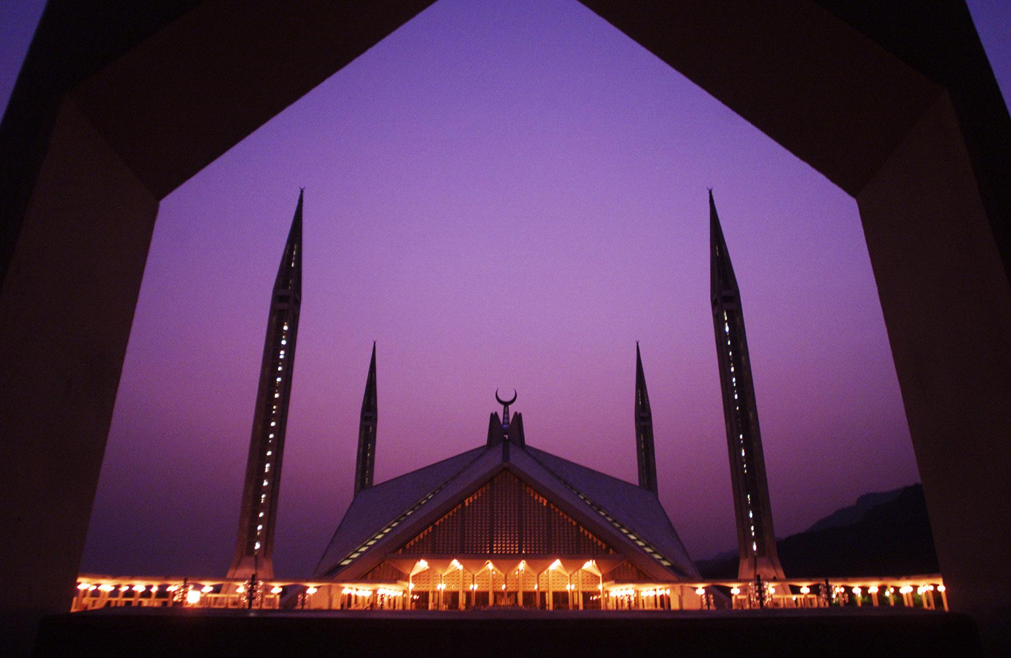 A view of Pakistan's landmark Faisal Mosque at sunset October 8, 2002.