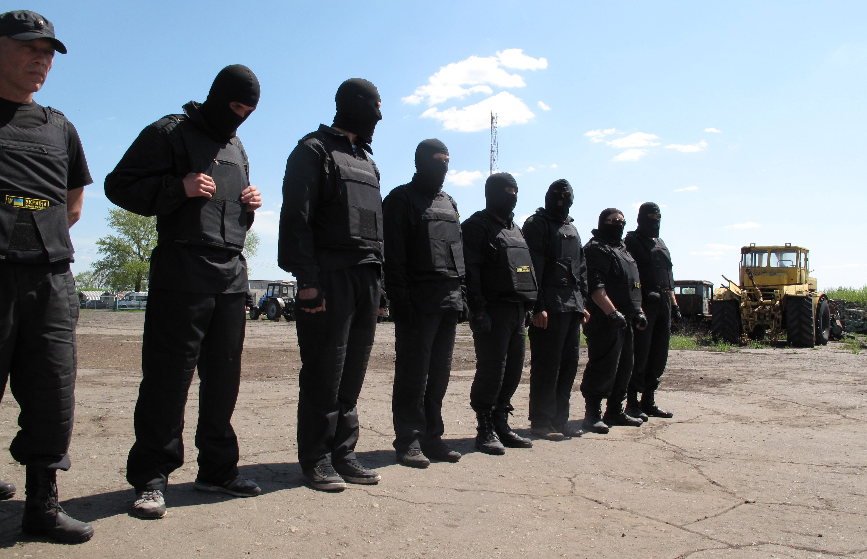 Pro-Ukraine militias are forming to counter the pro-Russia ...
