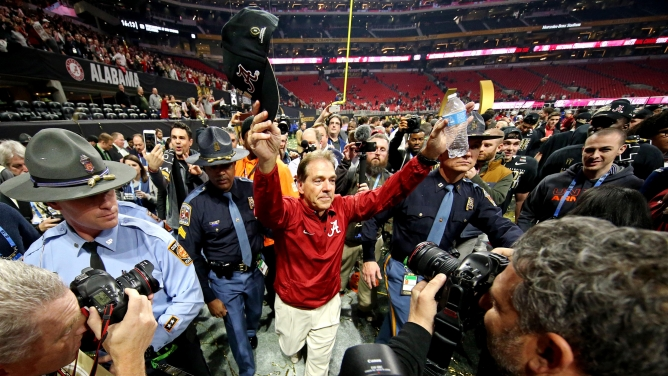 Alabama head coach Nick Saban raises his hat in the in victory.