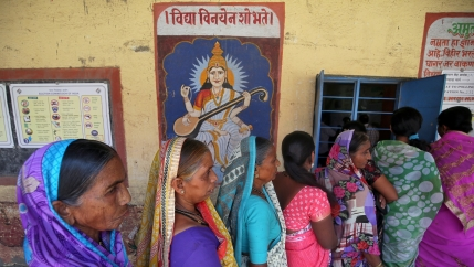 women line up to vote in india