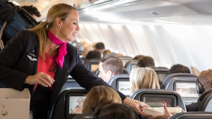 This spring, passengers on a morning flight on Qantas Airways in Australia were greeted in an unusual way: They were on board the world's first waste-free flight.