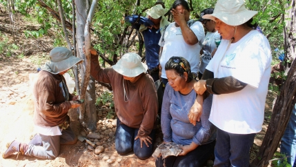 Mirna Nereida Medina Quiñones cuando encontró los restos de su hijo desaparecido