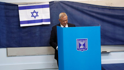 Poltician Benny Gantz casts his vote a blue ballot box