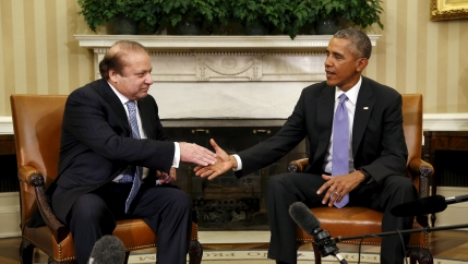 US President Barack Obama shakes the hand of Pakstani Prime Minister Nawaz Sharif