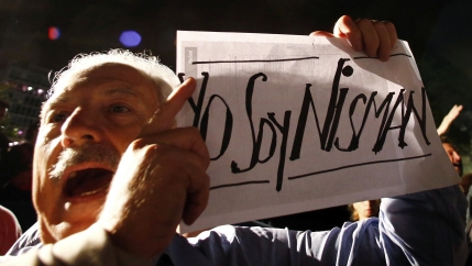 """A demonstrator shouts slogans as he holds up a sign that reads """"I am Nisman"""" during a protest over the death of prosecutor Alberto Nisman, outside the Presidential Palace in Buenos Aires"""