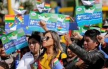 """several people are seen demonstrating and holding signs that read """"Sea for Bolivia, Sea unit us."""""""