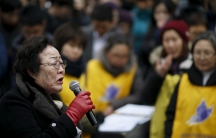 """Former South Korean """"comfort woman"""" Lee Yong-soo speaks during an anti-Japan rally in front of Japanese embassy in Seoul, South Korea, December 30, 2015."""