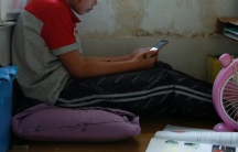 Secondary school student Wendy attends anonlineclass with a smartphone at home during the novel coronavirus disease (COVID-19) outbreak, in Hong Kong,China, March 16, 2020.