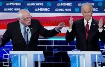 Joe Biden y Bernie Sanders speak at a debate.