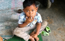 smoking kid in indonesia