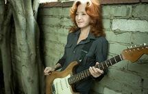 Singer and guitarist Bonnie Raitt
