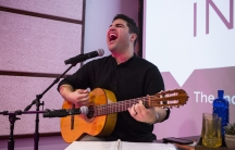 Omar Naré singing and playing guitar