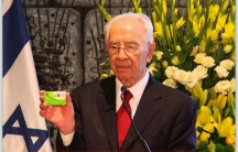 Shimon Peres was a proud holder of an Israeli organ donor card.