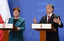 Viktor Orban (R) and his Polish counterpart Beata Szydlo