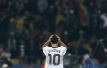 United States' Landon Donovan reacts after his team conceded a goal in extra time during the 2010 World Cup second round match against Ghana at Royal Bafokeng stadium in Rustenburg June 26, 2010.