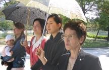 Hiroshima survivor Sueko Hada (foreground) with her daughter, granddaughters and great-granddaughter.