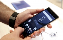 An attendee looks over a Sony Z5 Premium smart phone