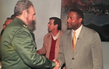 Tavis Smiley and Fidel Castro shake hands.