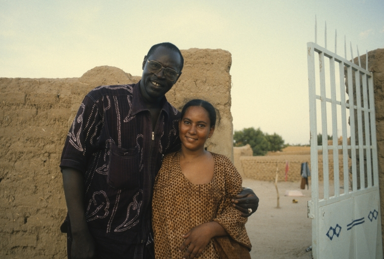Ali Farka Toure with neighbor in Niafunke