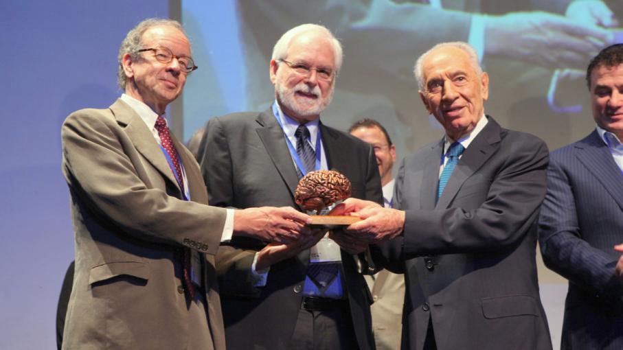 Israeli President Shimon Peres and BRAIN prize winners John Donoghue and Arto Nurmikko of BrainGate.