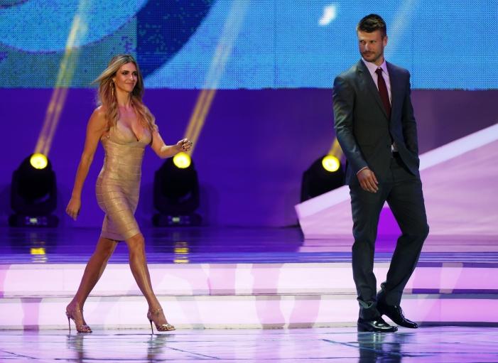 Presenters Rodrigo Hilbert and Fernanda Lima